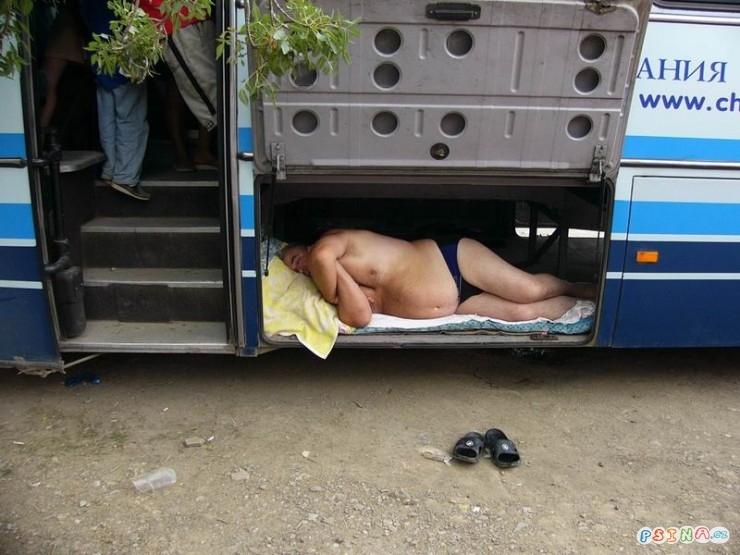 jak-se-spi-v-autobuse.jpg