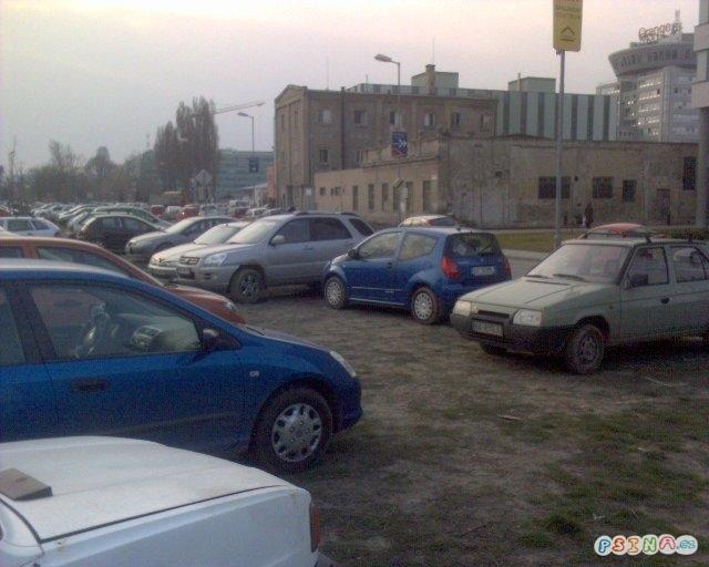 zena-na-parkovisti.jpg