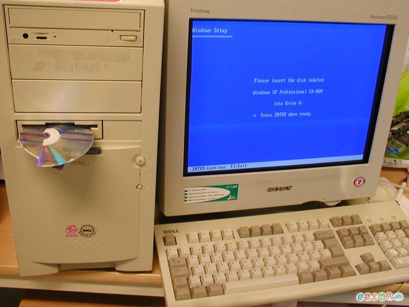 vlozte-cd-do-disketove-mechaniky.jpg